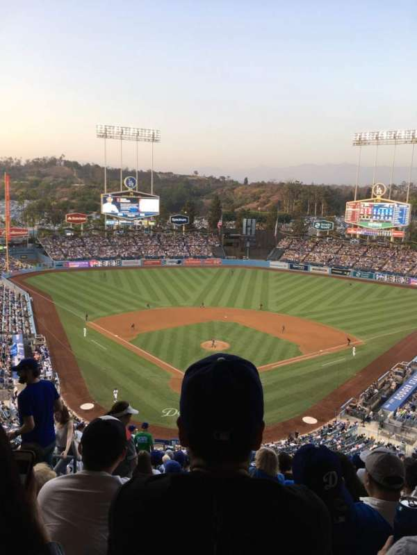 Dodger Stadium, Abschnitt: 2RS, Reihe: T, Platz: 4