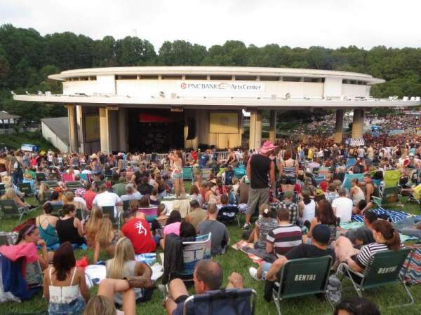 PNC Bank Arts Center, Abschnitt: Lawn