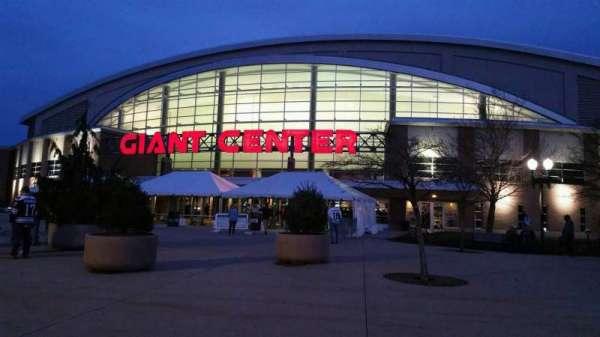 Giant Center, Abschnitt: EXTERIOR