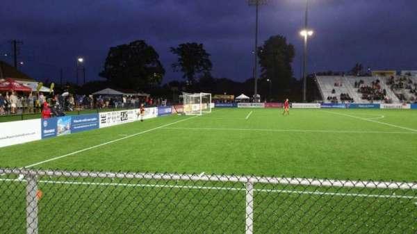 Dillon Stadium, Abschnitt: 2, Reihe: A, Platz: 22