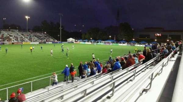 Dillon Stadium, Abschnitt: 2, Reihe: I, Platz: 26