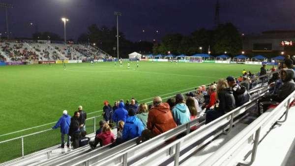 Dillon Stadium, Abschnitt: 2, Reihe: I, Platz: 17