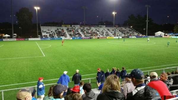 Dillon Stadium, Abschnitt: 2, Reihe: I, Platz: 9
