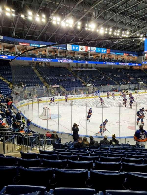 Webster Bank Arena, Abschnitt: 102, Reihe: J, Platz: 10