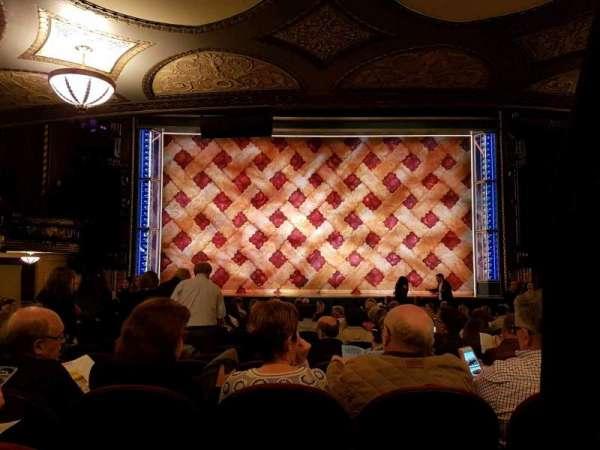 Brooks Atkinson Theatre, Abschnitt: orchestra, Reihe: Q, Platz: 104