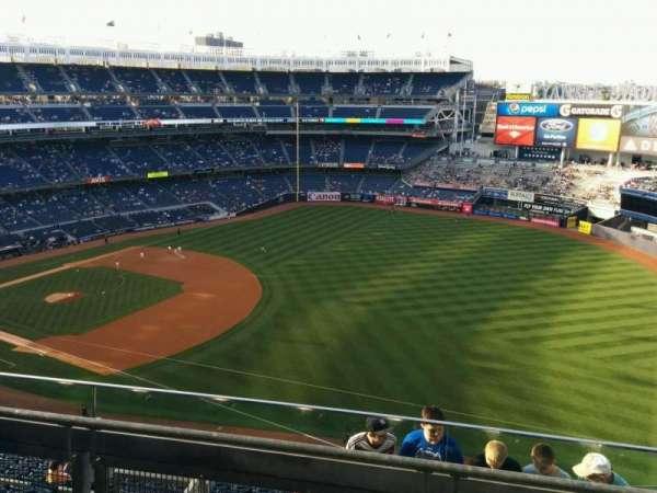 Yankee Stadium, Abschnitt: 411, Reihe: 3, Platz: 2