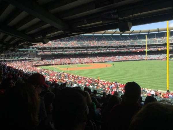 Angel Stadium, Abschnitt: T230, Reihe: J, Platz: 18