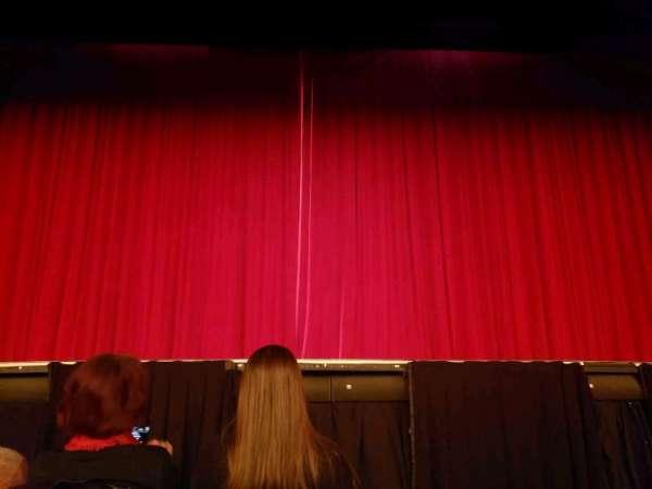 Hulu Theater at Madison Square Garden, Abschnitt: 100, Reihe: B, Platz: 10