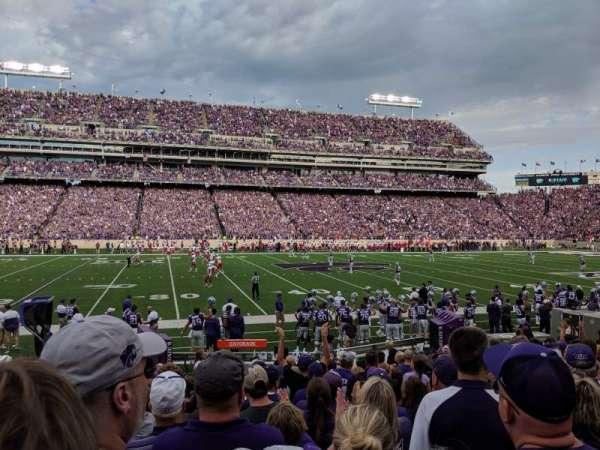 Bill Snyder Family Stadium, Abschnitt: 4, Reihe: 13, Platz: 23