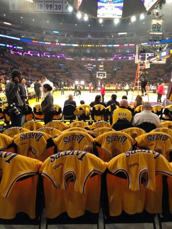 Staples Center, Abschnitt: 107, Reihe: F, Platz: 8,9