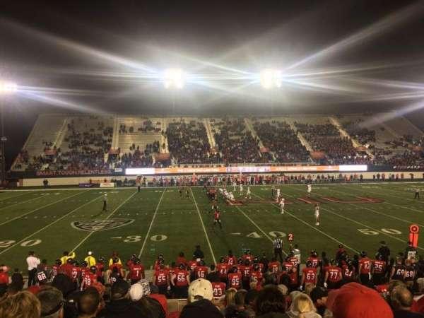 Huskie Stadium, Abschnitt: PREM E, Reihe: 10, Platz: 11