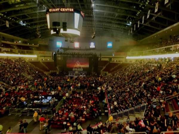 Giant Center, Abschnitt: 102A, Reihe: 1, Platz: 10