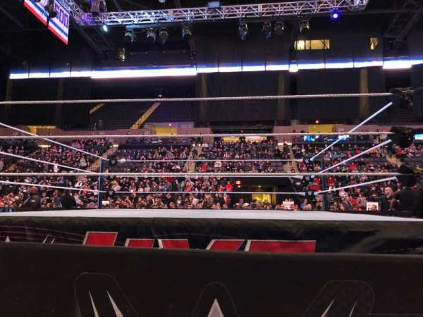 Nassau Veterans Memorial Coliseum, Abschnitt: E, Reihe: 1, Platz: 14