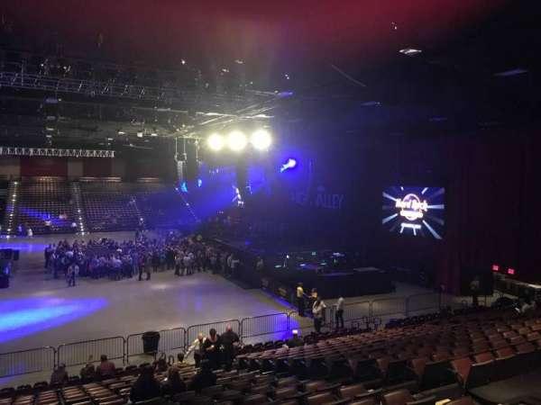 Hard Rock Live at Etess Arena, Abschnitt: 203, Reihe: T, Platz: 8