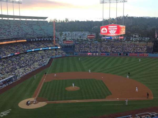 Dodger Stadium, Abschnitt: 10RS, Reihe: J, Platz: 8