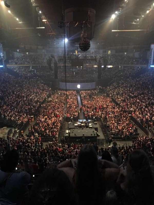 Bridgestone Arena , Abschnitt: 202, Reihe: E or F , Platz: 3