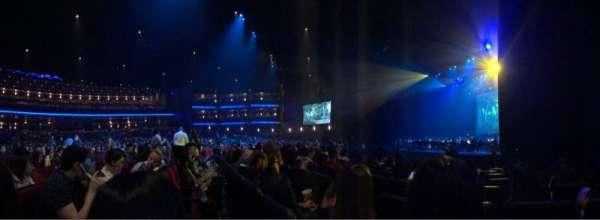Microsoft Theater, Bereich: Orchestra Right, Reihe: J, Platz: 112