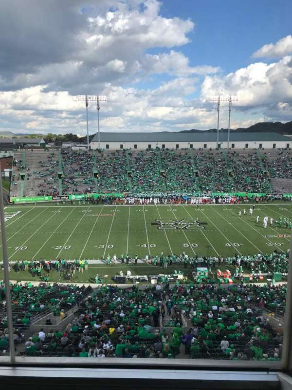 Joan C. Edwards Stadium, Abschnitt: 405, Reihe: 1, Platz: 4