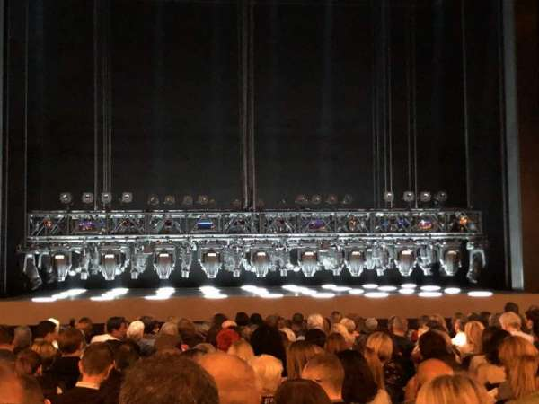 Lunt-Fontanne Theatre, Abschnitt: Orchestra, Reihe: S, Platz: 104