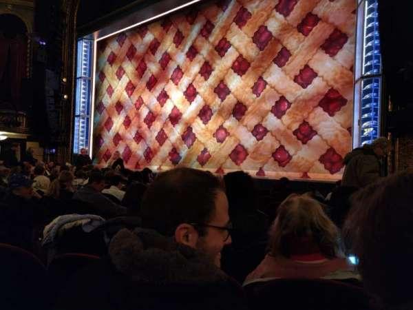 Brooks Atkinson Theatre, Abschnitt: Orchestra R, Reihe: G, Platz: 12
