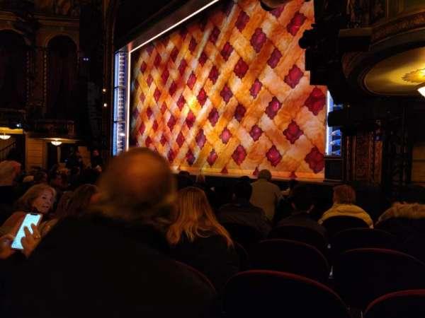 Brooks Atkinson Theatre, Abschnitt: Orchestra R, Reihe: G, Platz: 22