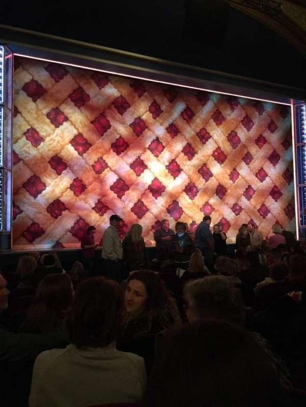Brooks Atkinson Theatre, Abschnitt: Orchestra, Reihe: K, Platz: 5
