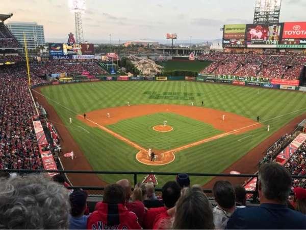 Angel Stadium, Abschnitt: 419, Reihe: E, Platz: 10