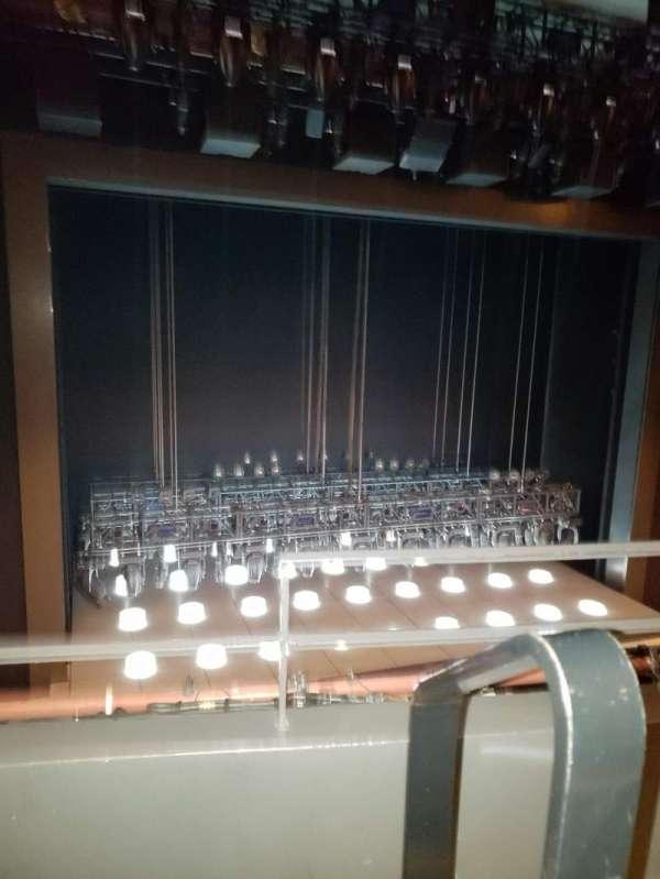 Lunt-Fontanne Theatre, Abschnitt: Front Mezzanine, Reihe: B, Platz: 1