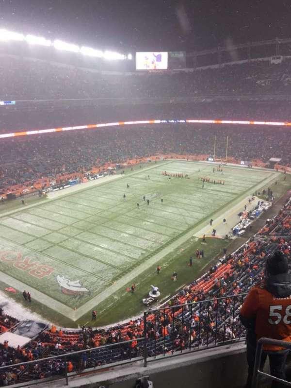 Broncos Stadium at Mile High, Abschnitt: 542, Reihe: 4, Platz: 1