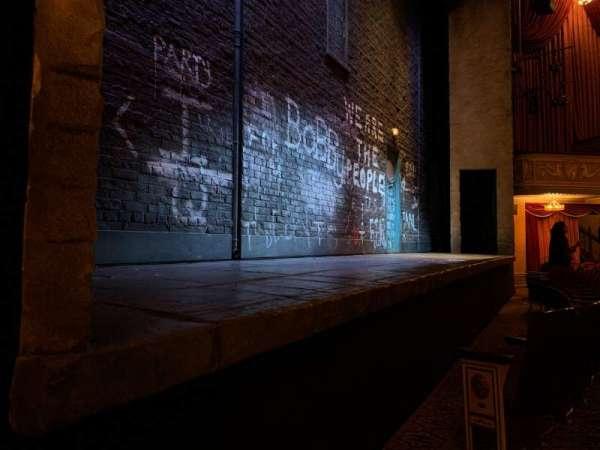 Bernard B. Jacobs Theatre, Abschnitt: Orchestra Left, Reihe: B, Platz: 3