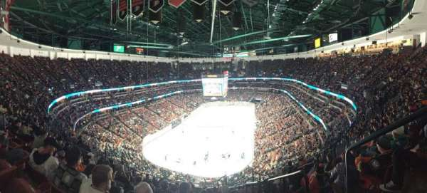 Honda Center, Abschnitt: 423, Reihe: Q, Platz: 1