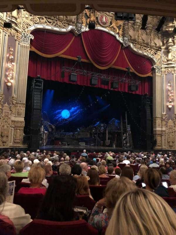 James M. Nederlander Theatre, Abschnitt: Orchestra L, Reihe: V, Platz: 17