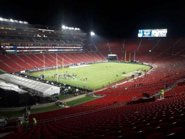 Los Angeles Memorial Coliseum, Abschnitt: 327, Reihe: 19, Platz: 18
