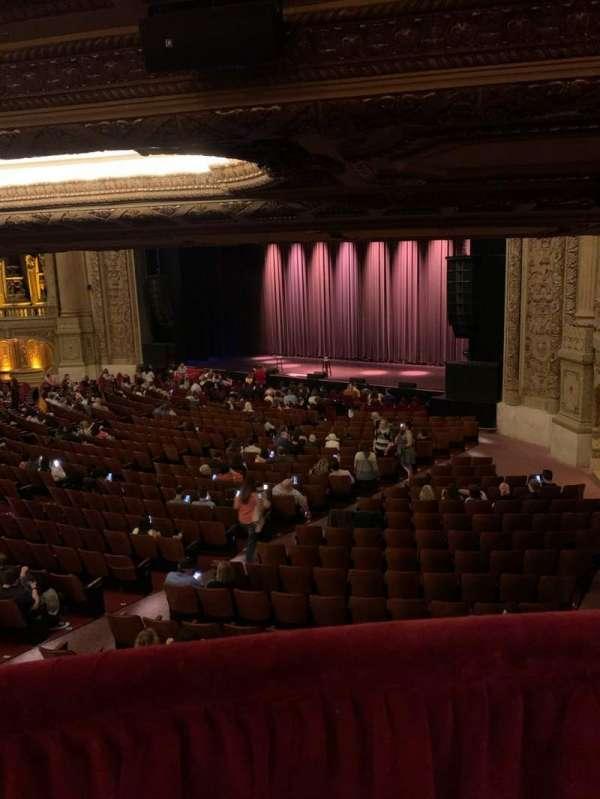 Chicago Theatre, Abschnitt: Mezzanine box F, Reihe: 1, Platz: 1
