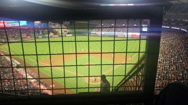 Angel Stadium, Abschnitt: V519, Reihe: E, Platz: 18