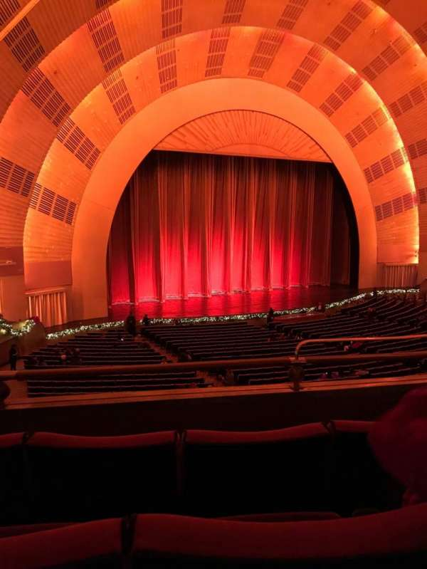 Radio City Music Hall, Abschnitt: 1st Mezzanine 7, Reihe: B, Platz: 704