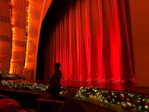 Radio City Music Hall, Abschnitt: Orchestra 2, Reihe: EE, Platz: 201