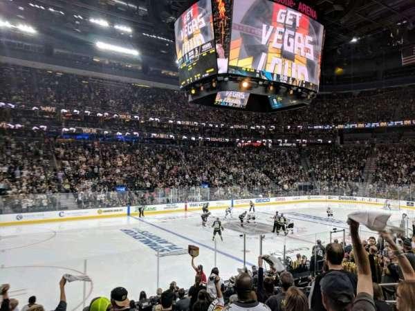T-Mobile Arena, Abschnitt: 4, Reihe: J, Platz: 4