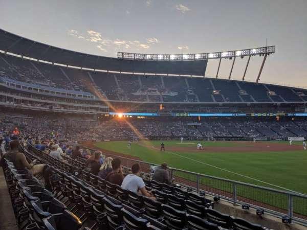 Kauffman Stadium, Abschnitt: 144, Reihe: H, Platz: 1