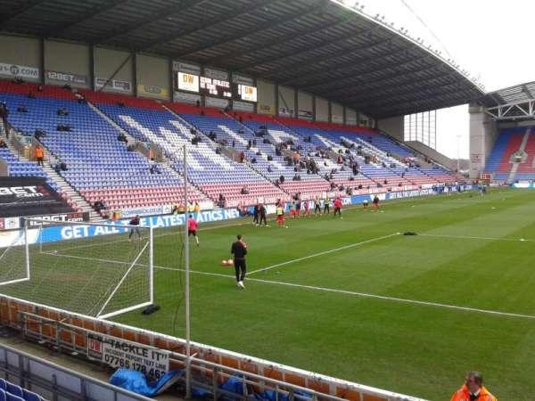 DW Stadium, Abschnitt: North Stand