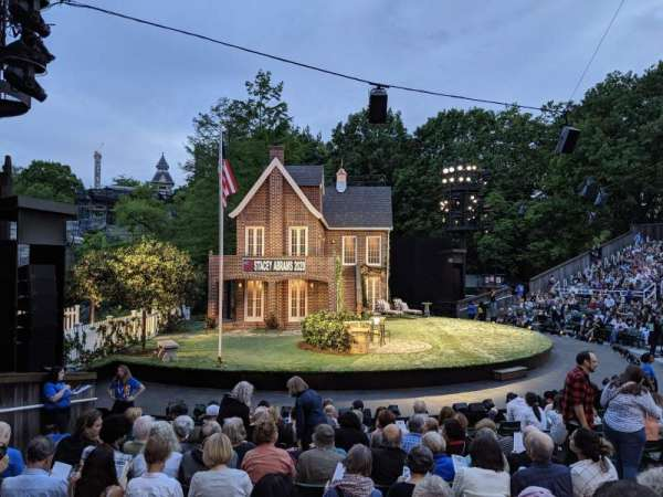 The Delacorte Theater in Central Park, Abschnitt: O, Reihe: L, Platz: 507