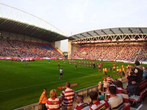 DW Stadium, Abschnitt: West Stand