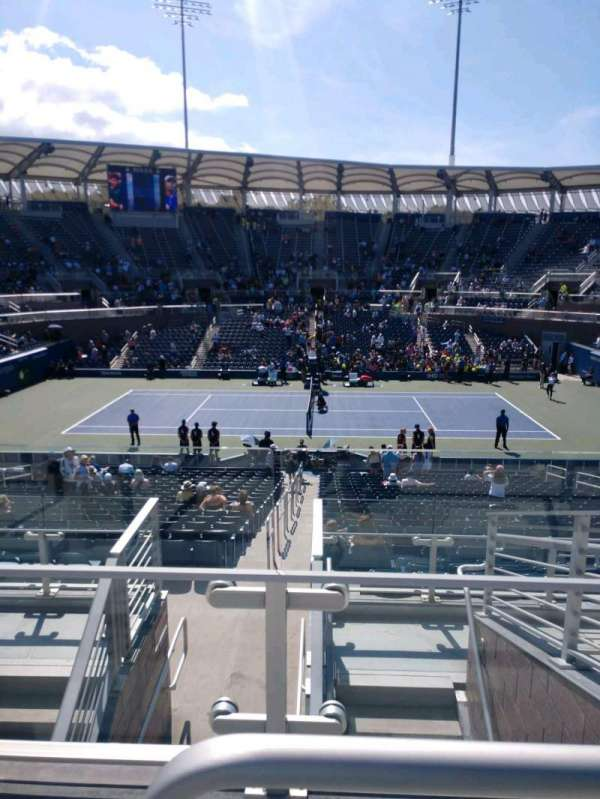 Billie Jean King National Tennis Center, Grandstand, Abschnitt: AA, Reihe: G, Platz: 13