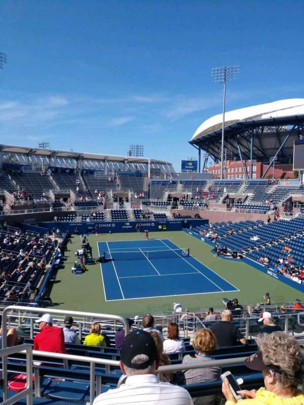 Billie Jean King National Tennis Center, Grandstand, Abschnitt: R, Reihe: C, Platz: 1