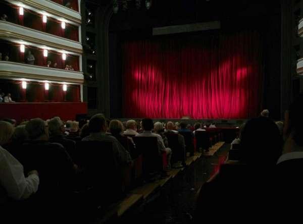 Volksoper Wien, Abschnitt: Parkett Rechts, Reihe: 19, Platz: 8