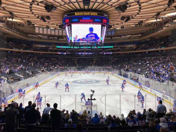 Madison Square Garden, Abschnitt: 102, Reihe: 14, Platz: 10