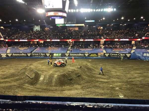 Allstate Arena, Abschnitt: 210, Reihe: A, Platz: 19