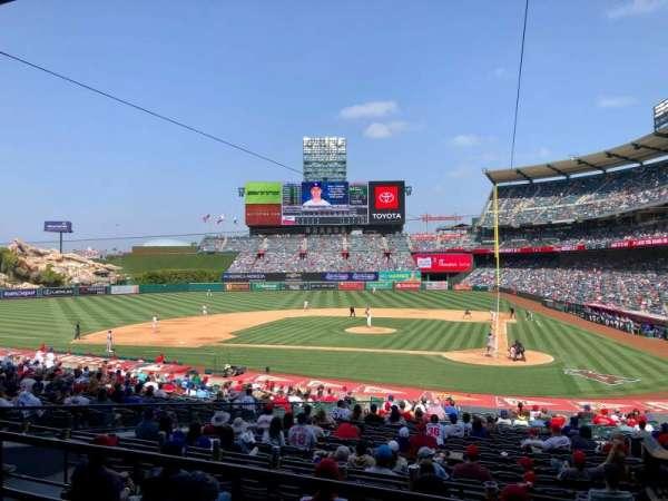 Angel Stadium, Bereich: 213, Reihe: C, Platz: 11