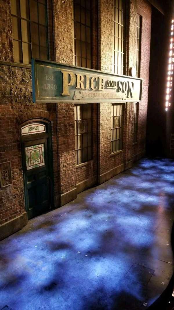 Al Hirschfeld Theatre, Abschnitt: Box, Reihe: AA, Platz: 1