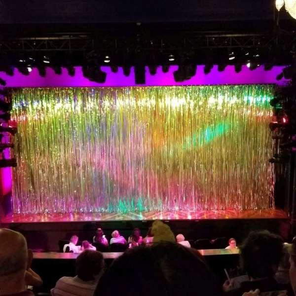 Hayes Theater, Abschnitt: Mezz, Reihe: F, Platz: 106